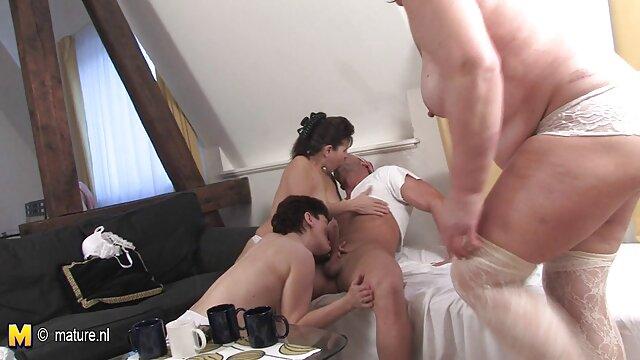 XXX sem registo  boneca vídeo de pornô vídeo de pornô ao vivo velha penetra no carro por estranho