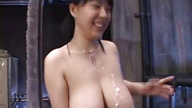 XXX sem registo  Os amigos fodem as mulheres uns dos outros num hotel a verificar passaportes para a ver videos de sexo ao vivo propriedade.