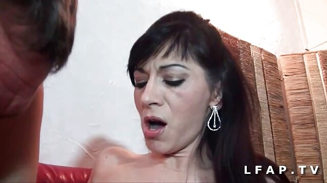 XXX sem registo  Puta a mijar na cara das vídeo pornô ao vivo online raparigas