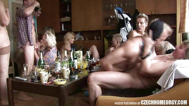 XXX sem registo  O homem sexo caseiro ao vivo fode uma rapariga muito peluda ao estilo do cão