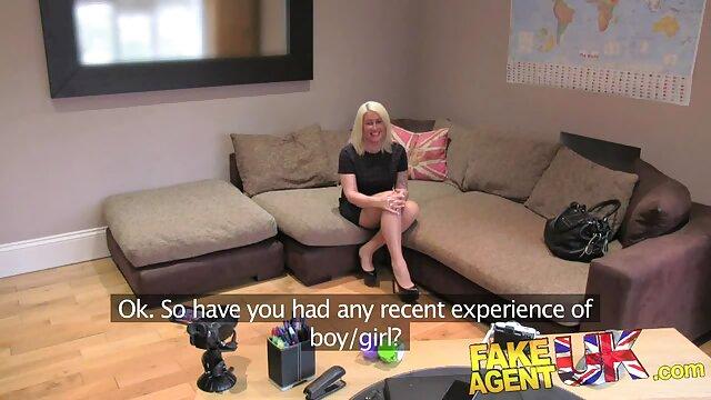 XXX sem registo  A enfermeira pega na pila do vídeo pornô ao vivo sexo paciente numa rata quente.