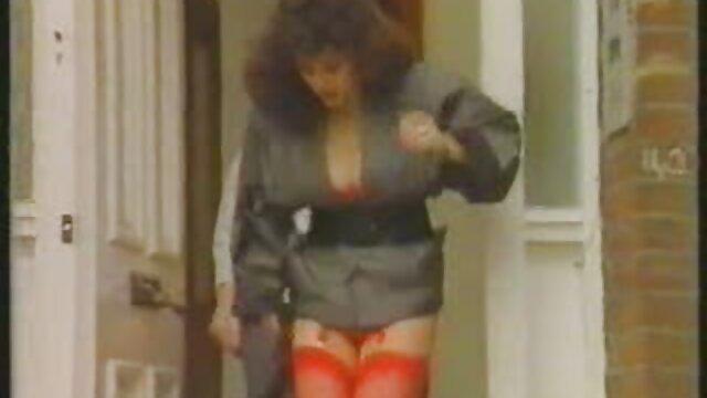 XXX sem registo  Um velho fabricante de móveis seduz eu quero vídeo pornô ao vivo um jovem cliente