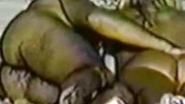 XXX sem registo  O velho marido vídeo de pornografia ao vivo vê a sua doce esposa fodida
