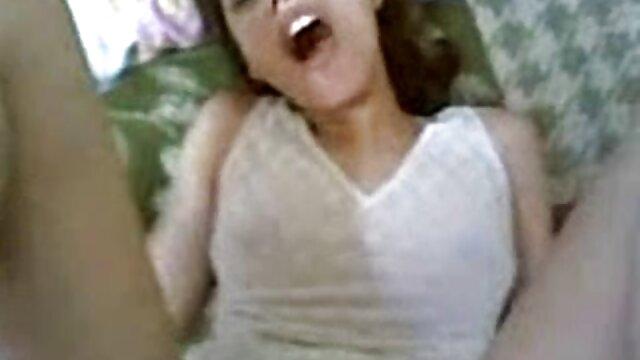 XXX sem registo  Da família fode-me as mamas carnudas porno amador ao vivo de uma loira russa Boazona