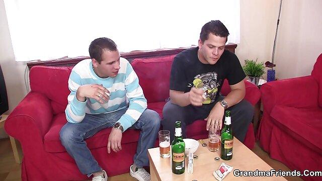 XXX sem registo  A Avózinha que se ofende, a Carol tem sexo anal quero ver um vídeo pornô ao vivo duro.