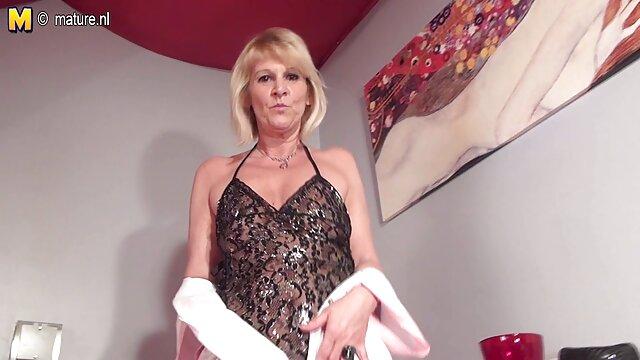 XXX sem registo  Payton Presley serve uma salsicha grande com video porno ao vivo a boca e mamas grandes.